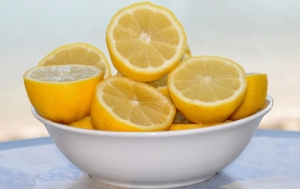 Lemon-Cleaning-Microwave